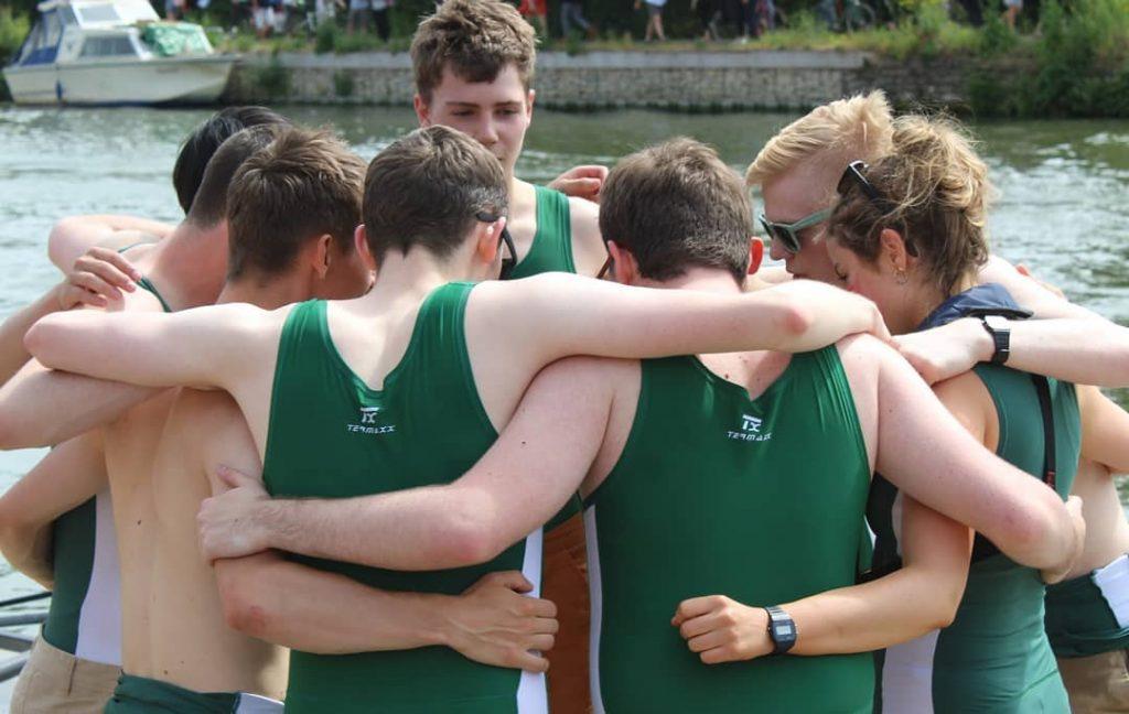 Hugging rowers